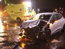 Frontale botsing in Oss: vrouw raakt gewond