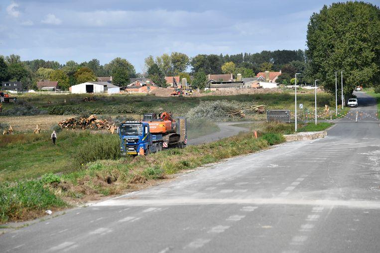 Bij de start van de bouw van het eerste bedrijf op de nieuwe industriezone E17/4 zal de Nieuwe Straat worden afgesloten voor het verkeer.