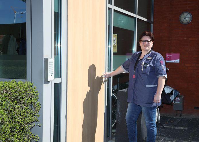 Cathelijne Verhelst bij de unit van Ter Schorre waar zij werkt.