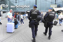Door de verhoogde terreurdreiging op Schiphol kan de Marechaussee op andere plekken minder ingezet worden