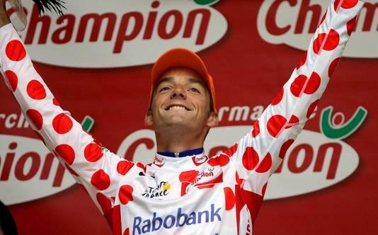 Kasrsten Kroon in de bolletjestrui tijdens de Tour van 2005. Hij fietste toen nog in dienst van Rabobank.