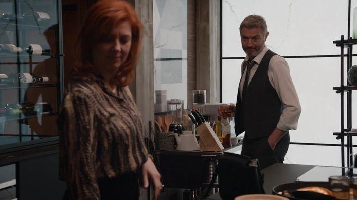 In 'Familie' praten Veronique (Sandrine André)  en Lars (Kürt Rogiers) voor het eerst over  hun eigen afscheid.