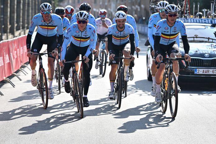 De Belgen, met in het midden Remco Evenepoel.