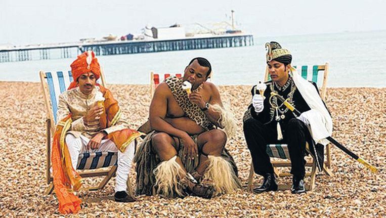 De drie prinsen uit de BBC-serie op het strand van Brighton. Foto BBC Beeld
