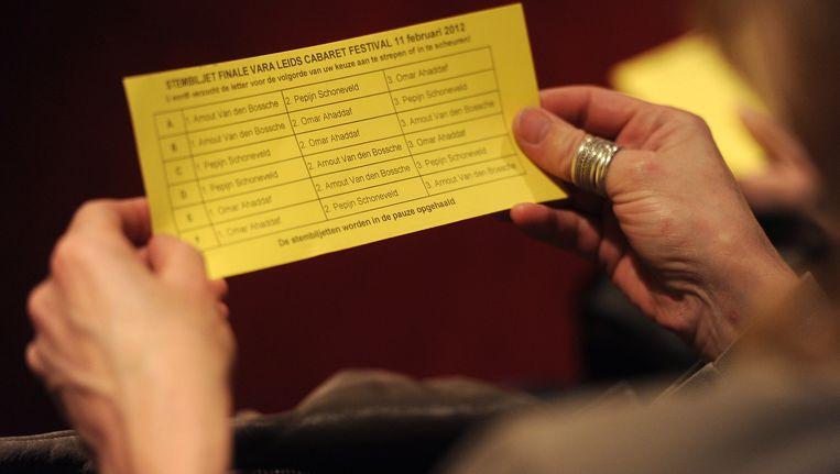 Een stembiljet voor het publiek bij het Leids Cabaretfestival (archieffoto uit 2012). Beeld anp