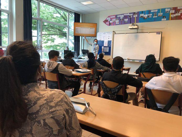 Schepen van Jeugd Jinnih Beels (Vooruit) nam een kijkje in de Summer Academy op het Kiel.