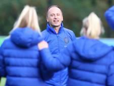LIVE | Nieuwe bondscoach Leeuwinnen passeert recordinternational Spitse voor duel met Tsjechië