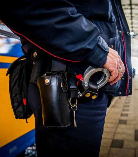 Man (20) die medewerker van NS op het spoor duwde bij station Gouda blijft langer vastzitten