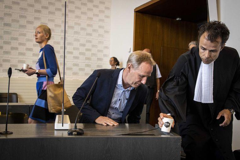 KNGU-directeur Marieke van der Plas (l) en Vincent turncoach Wevers  bij het gerechtshof in Arnhem. Beeld EPA