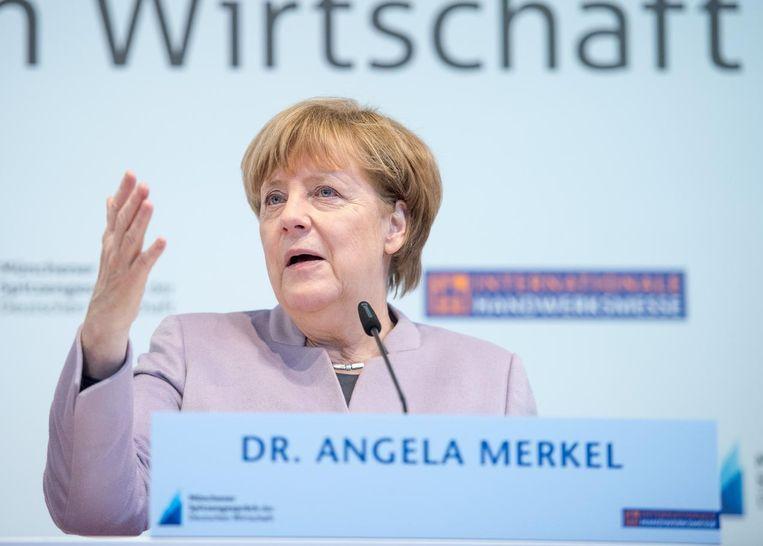 Angela Merkel op een persconferentie in München, waar ze liet weten dat Nederland haar 'volledige steun' heeft Beeld ANP