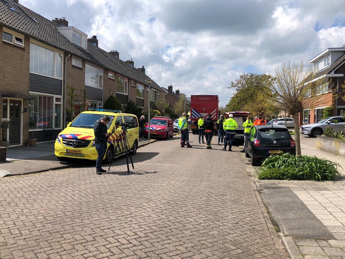 Uit een tankwagen in een woonwijk in Koudekerk lekt op dit moment chloor. De brandweer is massaal uitgerukt en de omgeving is afgezet.