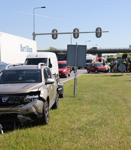 Twee auto's botsen bij afrit N50 Kampen, vrouw met ambulance naar het ziekenhuis