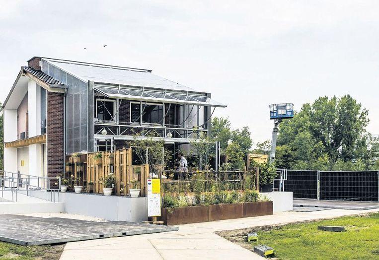 Het meest duurzame rijtjeshuis van Nederland, op de campus van de TU Delft. Het huis kan helemaal op zonne-energie draaien. Beeld anp