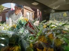 65 bossen bloemen tegen pesten in Den Bosch