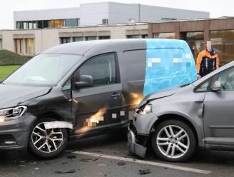 Lichtgewonde na aanrijding tussen twee voertuigen op Hoogveld