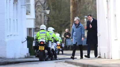 Theresa May bezoekt Salisbury jaar na zenuwgasaanval