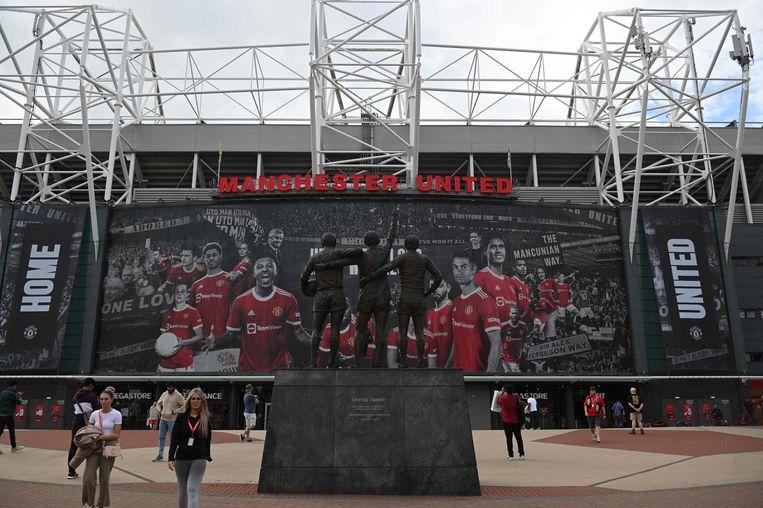 Ook Cristiano Ronaldo prijkt inmiddels op de banner aan Old Trafford, in Manchester. Beeld AFP