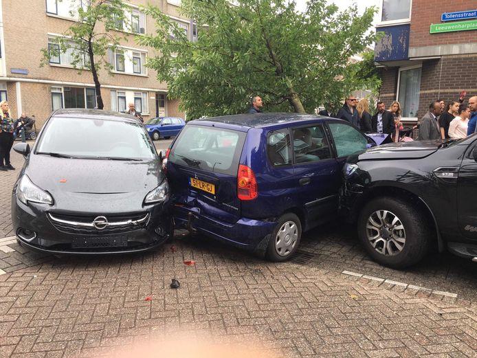 De automobilist raakte verschillende auto's.