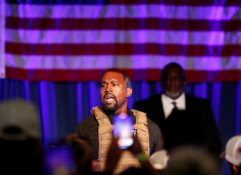Kanye West trapt zijn presidentscampagne af in een kogelvrij vest. Beeld REUTERS