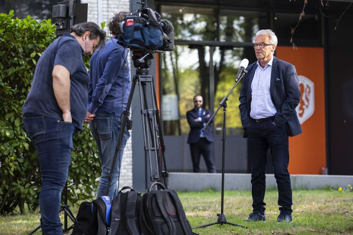 KNVB-directeur Eric Gudde na afloop van het overleg met alle clubs vandaag.