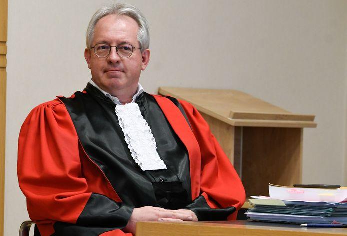 Openbare aanklager Patrick Boyen bood zijn excuses aan aan de nabestaanden van het slachtoffer. Er was geen excuus voor dat het tien jaar duurde voor de zaak voor assisen werd gebracht, wel een verklaring.