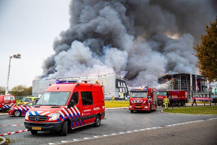 De bestrijding van de brand in Apeldoorn.