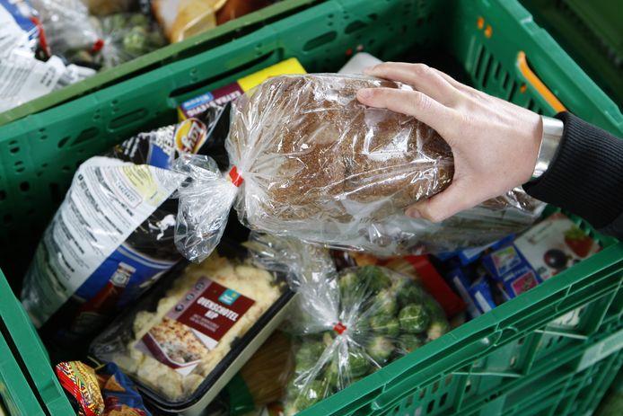 Een afbeelding van een gevuld kratje van de Voedselbank ter illustratie.