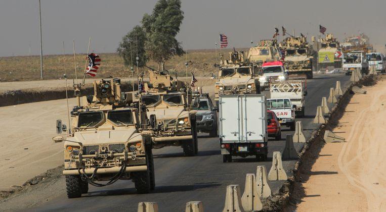 Een konvooi van Amerikaanse legervoertuigen aan de Iraaks-Syrische grens bij Dohuk.