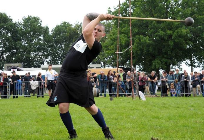 De Toby de Brouwer uit Clinge tijdens de eerste editie van de Highland Games in Hulst.