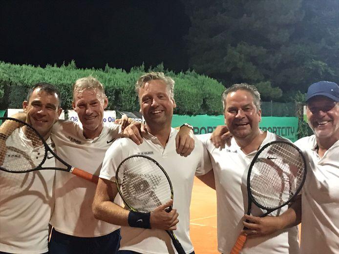 Louis Van Wellen, Bart De Roover, Robert Hendrikx, Raf Pauwels en Peter Wens van TC De Vrijheid wisten het tornooi te winnen.