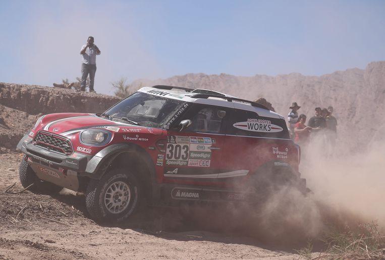 Mikko Hirvonen in actie in zijn Mini Cooper tijdens de 10de etappe van Dakar 2017. Beeld EPA