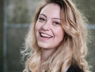"""Sara Leemans schrijft over het leven van 33-jarige single Hanne: """"Wat als ik mijn Tinderdate kon reviewen? 'Stel mij ook eens een vraag, man!'"""""""