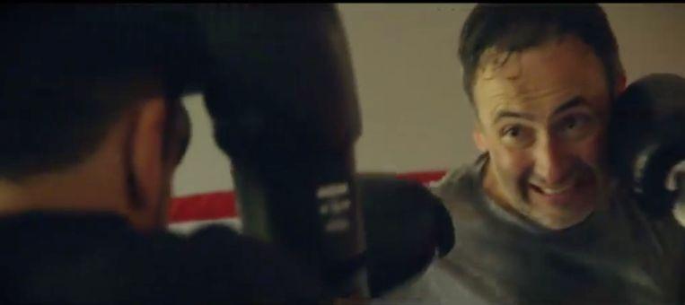 Faroek bokst in zijn privé.