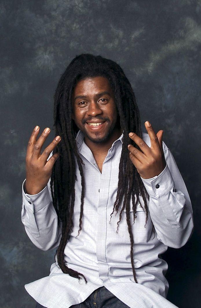 """Tonton David, figure du reggae en France, célèbre pour son tube """"Chacun sa route"""" dans les années 1990, est décédé ce mardi 16 février à l'âge de 53 ans."""