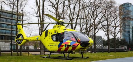 Vrouw in kritieke toestand naar ziekenhuis na harde val met de fiets in Apeldoorn