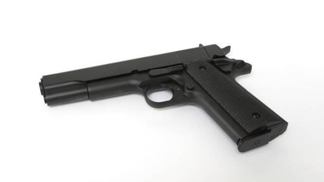 Un enfant de 2 ans au Texas trouve une arme dans le sac d'un proche et se tue