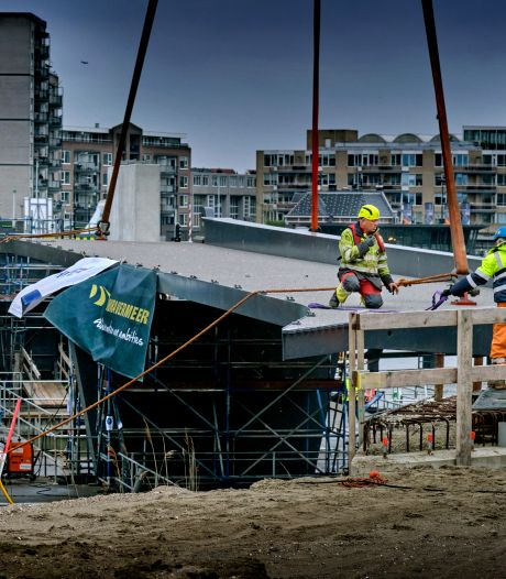 Prins Clausbrug nadert voltooiing: middelste brugdeel verbindt Stadswerven straks met het centrum