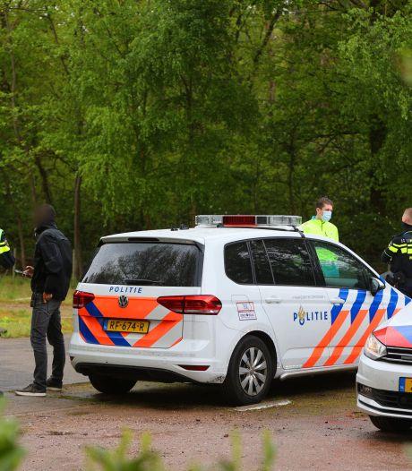 Politieactie in Vught: verwarde man uit auto gehaald, parkeerterrein Vughtse Heide tijdelijk afgesloten