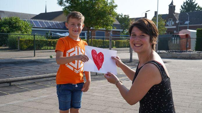 Het is bijna vakantie, maar Tijn van basisschool Ter Doest in Graauw gaat zijn juf Sanne erg missen.