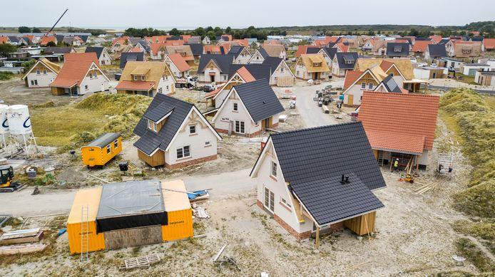 Projectontwikkelaars beloven een mooi rendement op een investering in een vakantiehuisje, maar let op bijkomende kosten en het onderhoud.