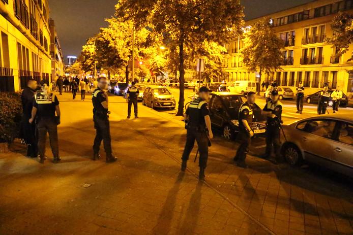 Na een ongeluk met een politiebusje vrijdagavond ontstond in de Schilderswijk.