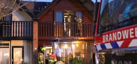 Brand in Barneveldse woning, bewoners overgebracht naar ziekenhuis na inademen rook