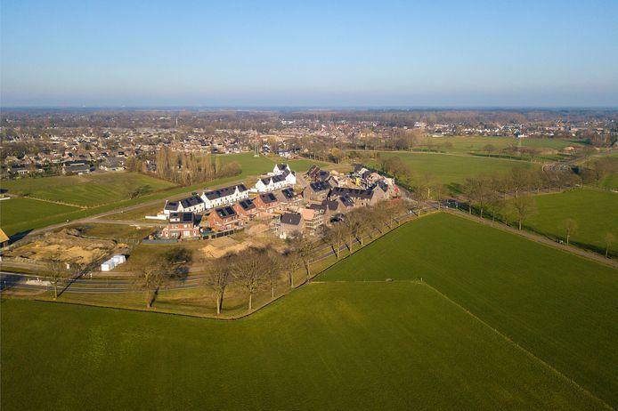 In het westelijke deel van nieuwbouwwijk De Bulders in Heeze is al volop gebouwd. Het oostelijk deel is nog helemaal leeg maar de bouwlocaties zijn al vergeven aan vier aannemers.