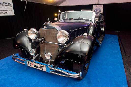 De luxe Mercedes-Benz 770K Grosser Offener Tourenwagen uit 1939. Hier in Scottsdale, Arizona, bij het jaarlijkse klassieke auto-evenement van Worldwide Auctioneers.