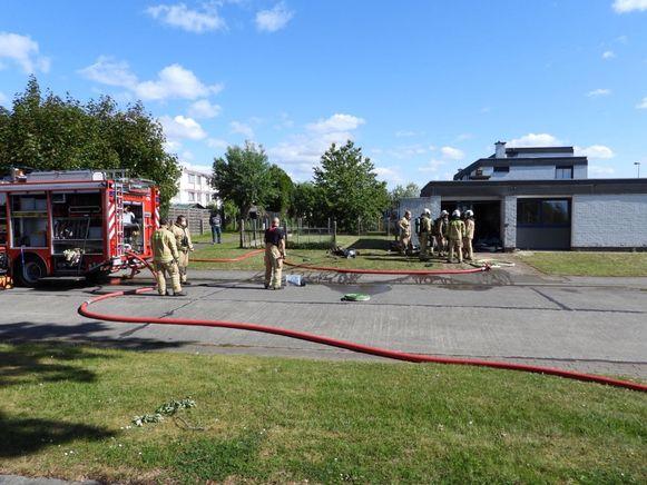 De brandweer kon de aanpalende woning vrijwaren.