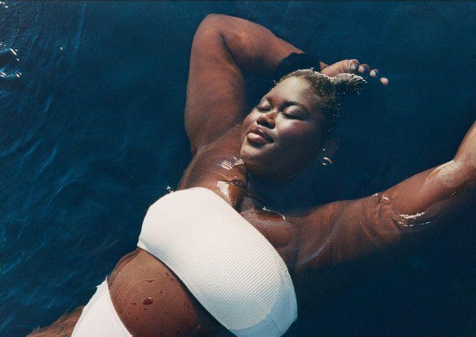 Reclamebeeld voor een bandeau, een bandachtige bikinitop, van H&M.