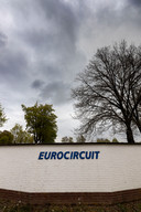 Donkere wolken boven het Eurocircuit
