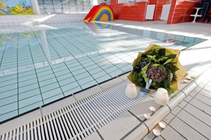 Beeld van zwembad Reeshof na het ongeval.