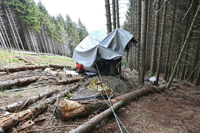 De jongen zat in een cabine die afgelopen zondag in Turijn omlaag stortte na een kabelbreuk. Beeld EPA