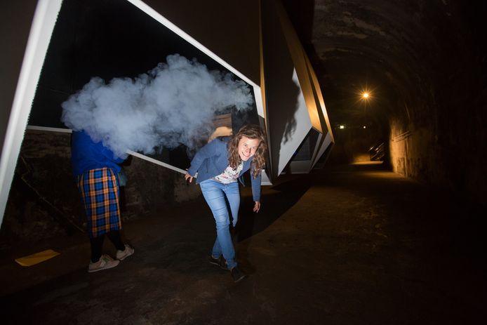 Bij deze nieuwe installatie van de C-Mine Expeditie voelen de bezoekers de gevolgen van een gaswolk.